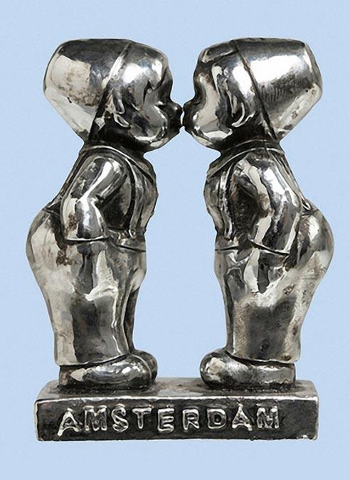 Statue Kissing Farmer Boys Silver