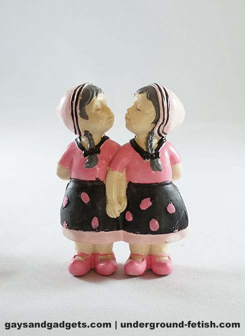 Statue Kissing Farmer Girls Large Pink